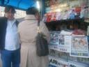 Cin-Cin i ja dok mi kupuje dopunu za telef. Pekinga